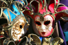 Carnaval-maskers voor maskerade tijdens de vieringen in Venetië stock foto's