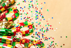 Carnaval-partijmasker, confettien en wimpeldecoratie Stock Foto's