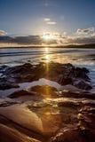 Carne海滩,康沃尔郡-射击到太阳里 图库摄影