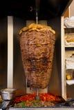 Carne árabe do cordeiro que cozinha o cuspo Médio Oriente Imagens de Stock Royalty Free