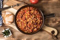 Carne жулика Chili в лотке глины Стоковое Фото