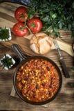 Carne жулика Chili в лотке глины Стоковое Изображение
