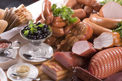 Carne affumicata e salsiccie differenti Fotografia Stock