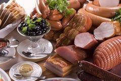 Carne ahumada y diversas salchichas fotos de archivo libres de regalías