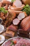 Carne ahumada y diversas salchichas Foto de archivo libre de regalías