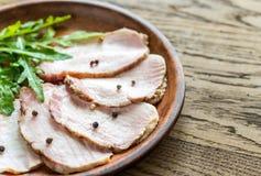 Carne al forno con l'insalata di razzo fresca Fotografia Stock