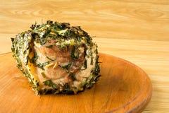 Carne al forno su un bordo rotondo Fotografia Stock
