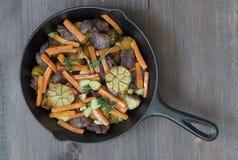 Carne arrostita con le verdure fotografia stock libera da diritti