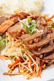 Carne arrostita con riso Cucina coreana Immagini Stock