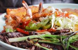 Carne Asada avec la crevette grillée Photographie stock libre de droits