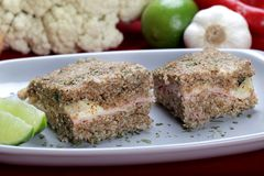 Carne asada de Kibe con queso y el jamón Bocado brasileño delicioso Imagen de archivo