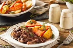 Carne asada de pote lenta hecha en casa de la cocina Fotografía de archivo libre de regalías