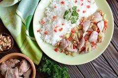Carne asada del pollo con apio del tallo, nueces asadas y arroz Fotografía de archivo