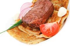 Carne asada a la parrilla: carne de vaca (cerdo) Imagen de archivo libre de regalías