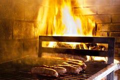 Carne asada a la parrilla en barbacoa Imagen de archivo libre de regalías