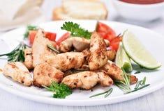 Carne asada a la parrilla pollo con las verduras Imágenes de archivo libres de regalías