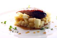 Carne asada a la parrilla servida en un estilo gastrónomo Foto de archivo