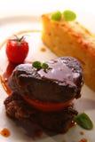 Carne asada a la parrilla servida en un estilo gastrónomo Fotografía de archivo libre de regalías