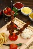 Carne asada a la parrilla y x28; kebab& x29; imagen de archivo