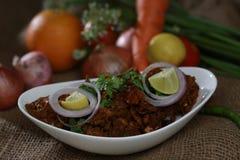 Carne asada picante india del pollo con las frutas y verduras sabrosas Fotografía de archivo