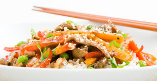 A carne asiática Agitar-Frita fotos de stock