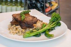 Carne assada com brócolis e arroz imagem de stock
