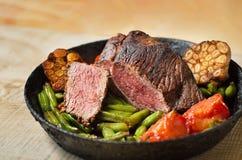 Carne assada com vegetais Imagem de Stock