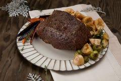 Carne assada sem cortes com pudins de Yorkshire Fotos de Stock Royalty Free