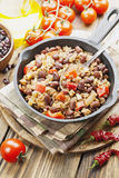 carne chili przeciwko obrazy stock