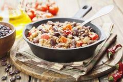 carne chili przeciwko Obrazy Royalty Free