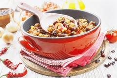 carne chili przeciwko zdjęcie stock