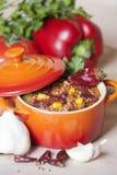 carne chili przeciwko Zdjęcie Royalty Free