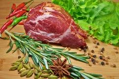 Carne crua com rosemary Imagens de Stock
