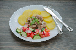 Carne con il contorno Fotografie Stock