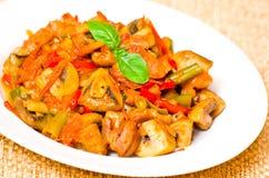 Carne con las setas y las verduras Imagen de archivo