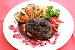 Carne con salsa e le verdure Immagini Stock Libere da Diritti