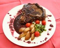 Carne con salsa e le verdure Fotografia Stock Libera da Diritti
