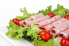 Carne cortada com tomates e salada Imagens de Stock