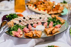 Carne cotta affettata su un piatto nel ristorante Fotografia Stock