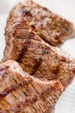 Carne cotta con la verdura fresca Consegna dell'alimento Immagine Stock