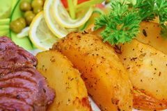 Carne cotta con le patate Fotografia Stock Libera da Diritti