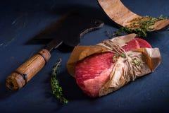 Carne crua, bife, cozinhando ingredientes, especiarias fotos de stock