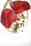 Carne crua com especiarias Fotografia de Stock Royalty Free