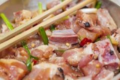 Carne crua com molho Fotografia de Stock
