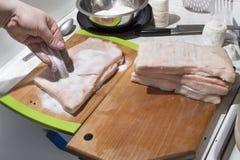 Carne crua da preparação para fumar Fotos de Stock