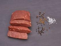 Carne crua e especiaria Imagens de Stock Royalty Free