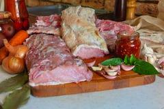 Carne crua e especiarias fotografia de stock royalty free