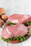 Carne crua fresca em uma placa Fotos de Stock