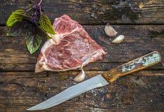 Carne crua sob a forma de um coração imagem de stock royalty free