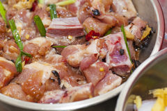 Carne cruda con la salsa Imágenes de archivo libres de regalías
